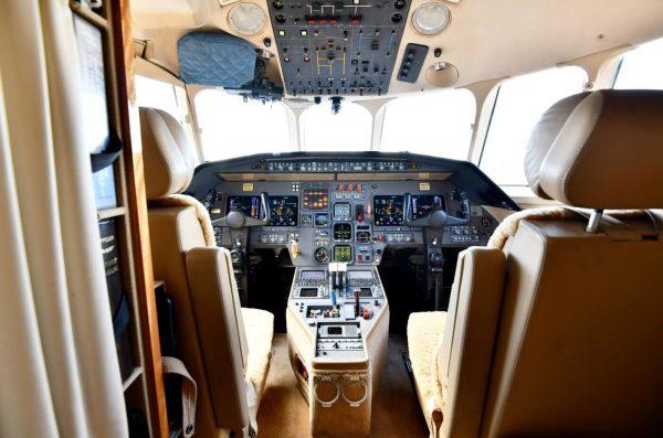 N905b Cockpit 091 Small2